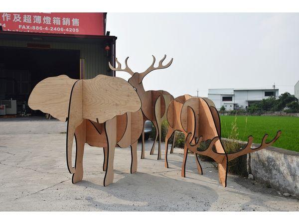 马的木头雕像