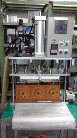 崁入式熱熔塑膠射出成型機