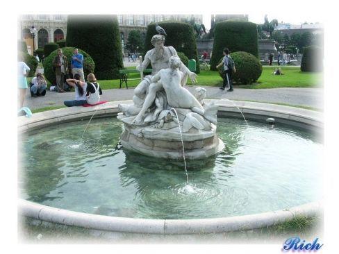 人物雕像噴泉