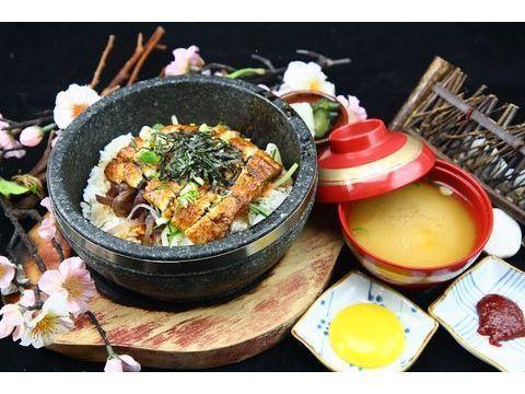 鰻魚石鍋拌飯