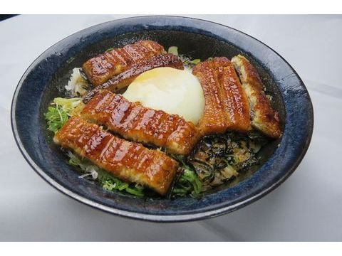 溫泉卵鰻魚丼