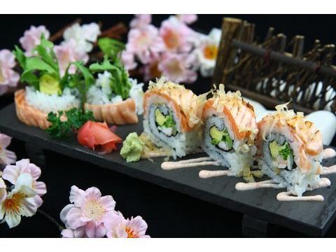 炙燒鮭魚捲壽司