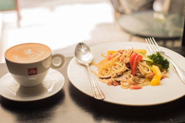 燻雞野菇白醬義大利麵
