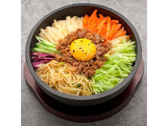 傳統韓式牛肉石鍋拌飯