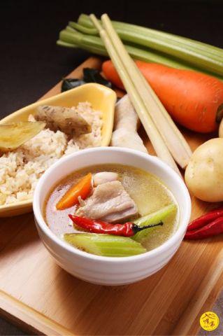 泰式酸辣鮮雞湯